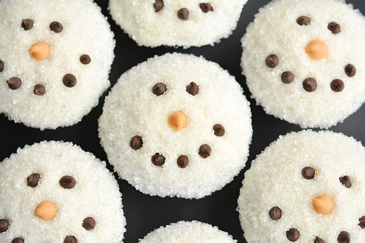 Easy snowman cupcake instructions and tutorial for Christmas