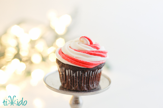 Two methods for making swirled peppermint cupcake icing