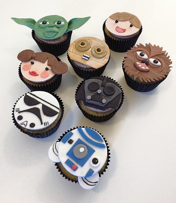 fondant topped Star Wars cupcakes