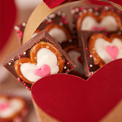 Easy, cute Valentine's day chocolate pretzels