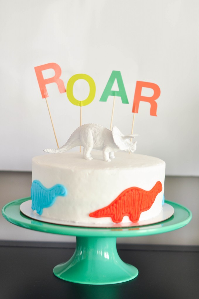 Easy dinosaur cake decorating